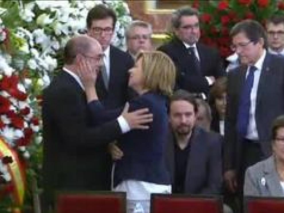 """El presidente del Gobierno de Aragón ha reconocido que la muerte de Rubalcaba, un hombre que """"pasará a la historia de España"""" por su sentido de Estado y su capacidad de sacrificio, le ha roto el corazón."""