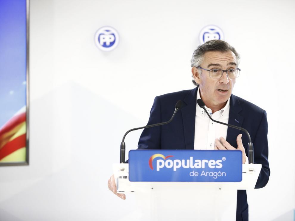 El presidente del PP, Luis María Beamonte, este sábado durante su comparecencia en la sede del PP.