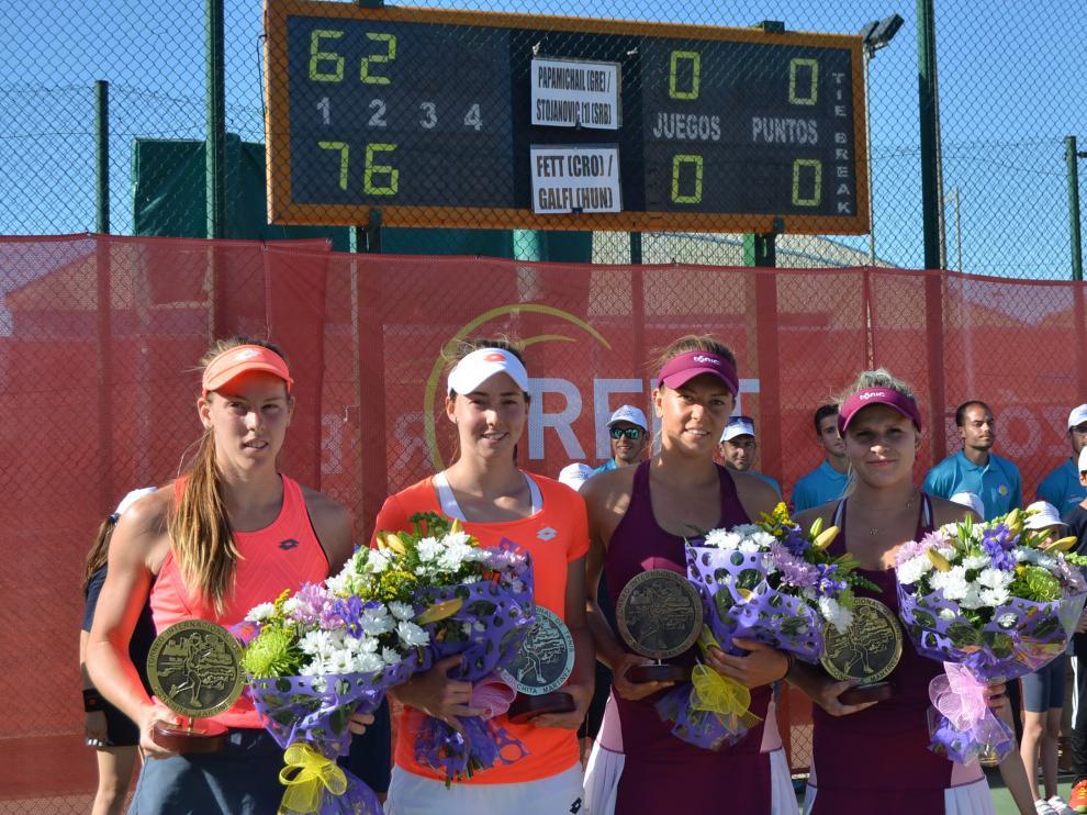 Las ganadoras y las subcampeonas de la final de dobles del Torneo Internacional Conchita Martínez.