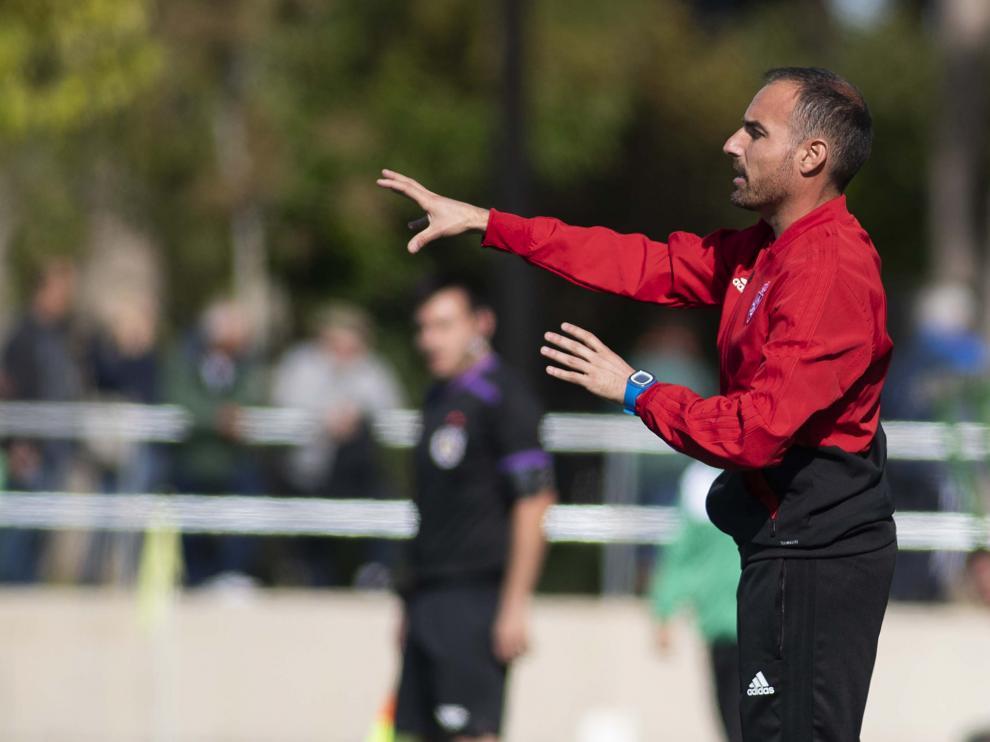 Ivan Martínez, técnico del Real Zaragoza Juvenil, dando instrucciones en un partido anterior