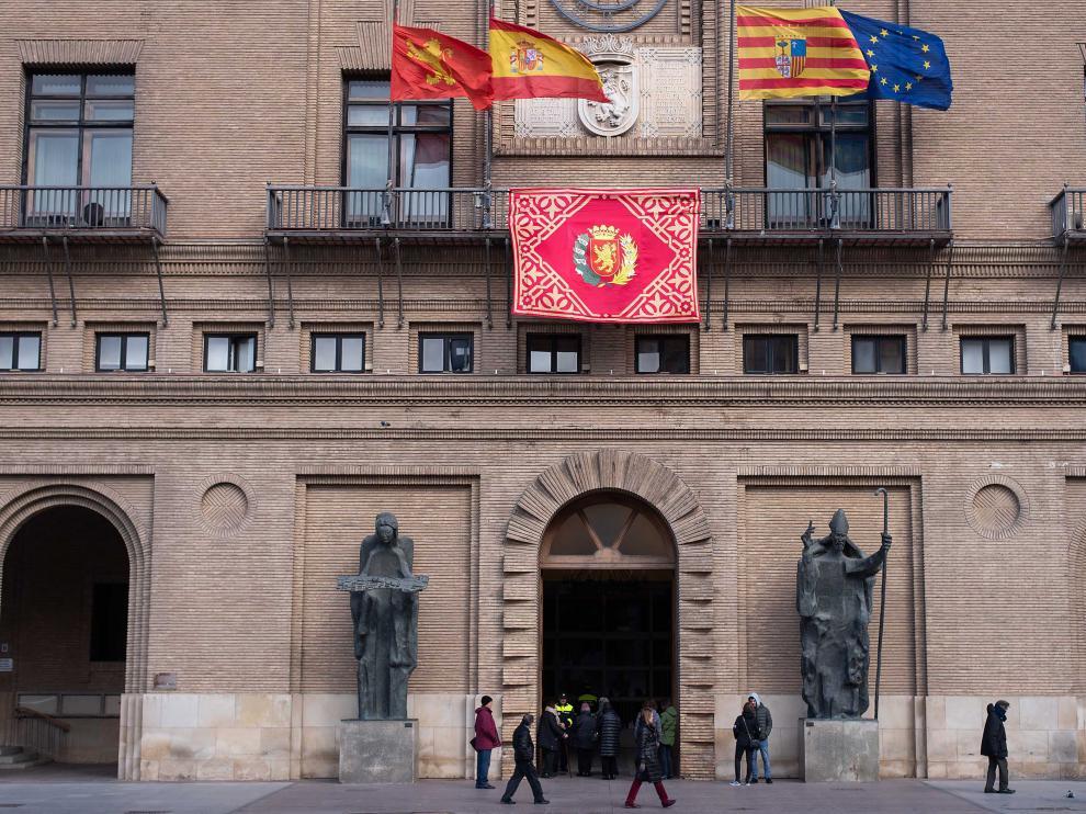 Fachada del Ayuntamiento de Zaragoza, el pasado 29 de enero, festividad de San Valero.