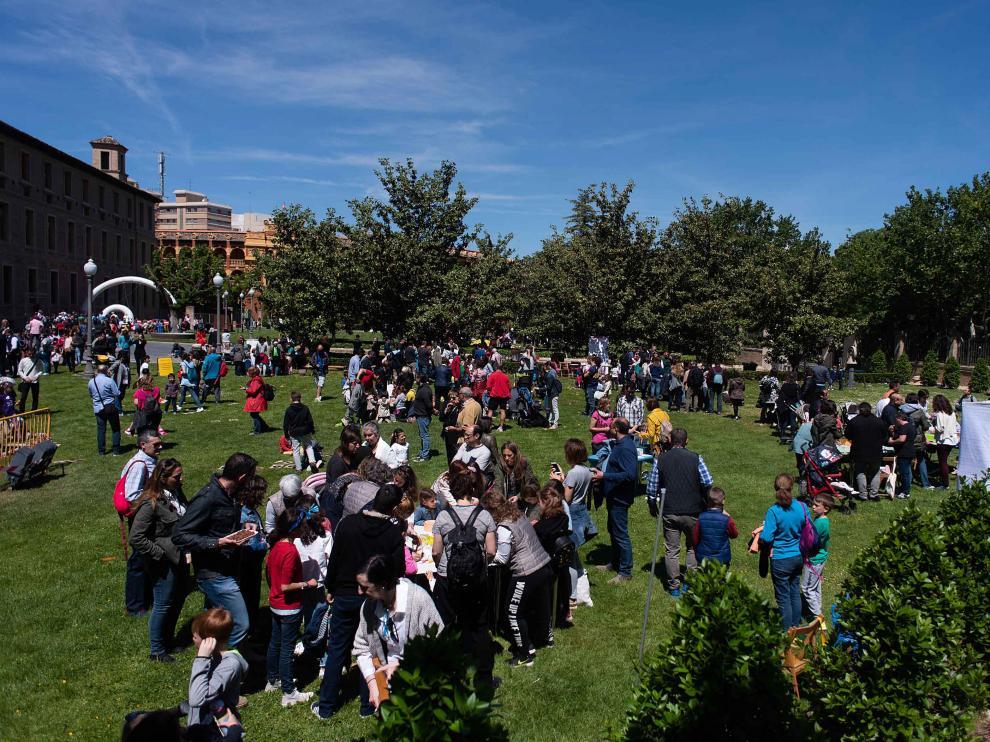 Los juegos y talleres se distribuyeron por los jardines del Pignatelli.