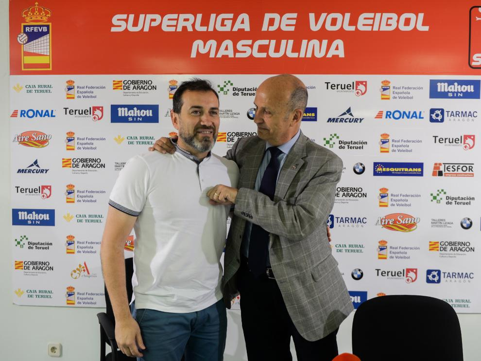 Juanjo Susín, a la izquierda, con Carlos Ranera, del CV Teruel.