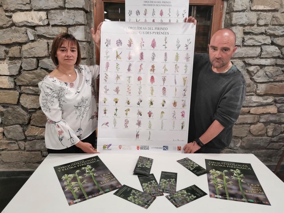 Nuria Pargada, concejal del Ayuntamiento de Biescas, y José Miguel Navarro, coordinador de las jornadas.