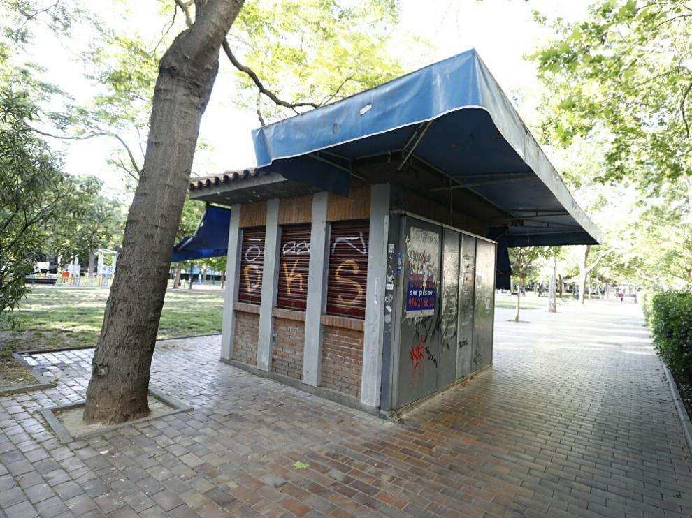 Quiosco de prensa, actualmente cerrado, de la plaza de los Sitios de Zaragoza