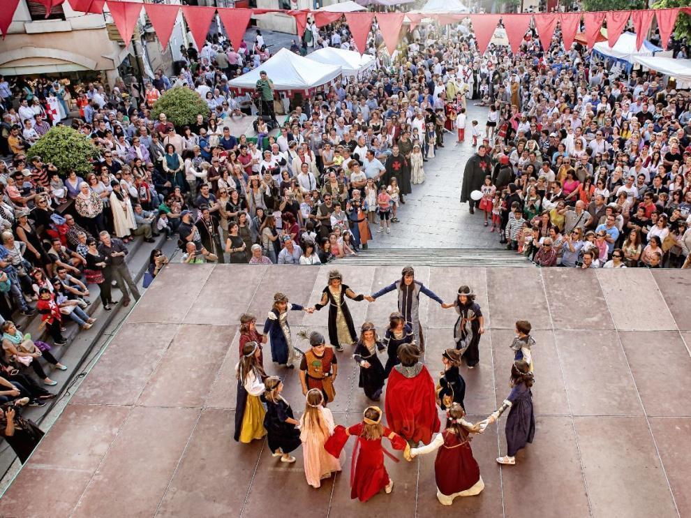 Bailes medievales en el Homenaje a Guillem de Mont-Rodón en Monzón.