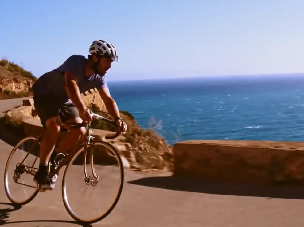 Un fotograma del vídeo de la canción que servirá de sintonía a La Vuelta.