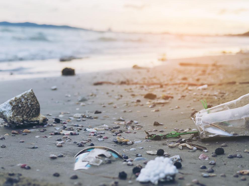 Cada año ocho millones de toneladas de plástico acaban en el océano, lo que equivaldría al vertido de un camión de basura cada minuto.