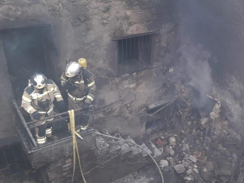 El incendio ha afectado a un corral y a varias instancias.