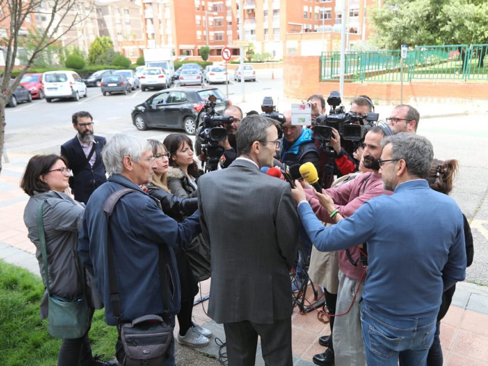 Jordi Vives, abogado del consorcio del Museo de Lérida, tras la última sesión del juicio atendiendo a los periodistas.