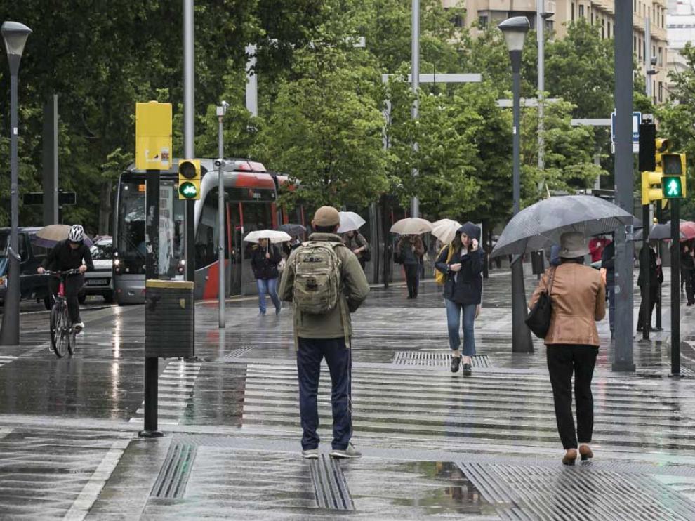 La lluvia, protagonista de este viernes en Zaragoza.