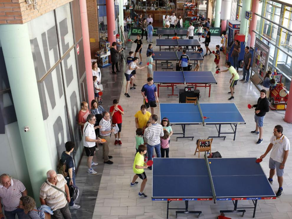 Más de 80 jugadores de ping pong miden su habilidad este domingo en el X Torneo de Tenis de Mesa de Los Porches del Audiorama