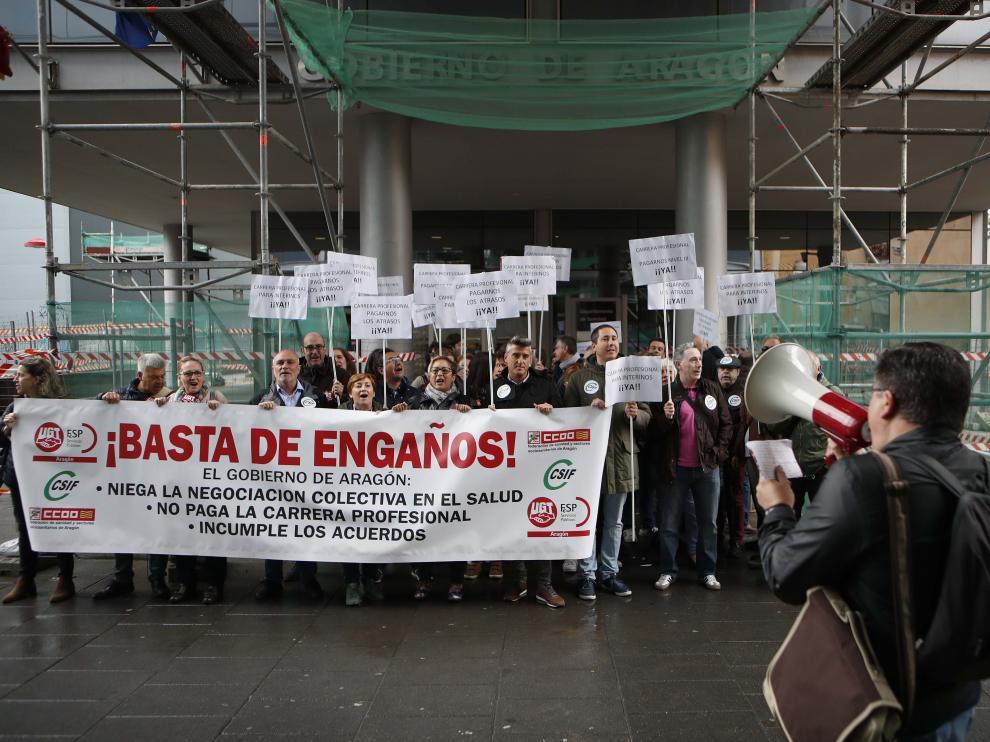 Los sindicatos protestaron ante Sanidad.