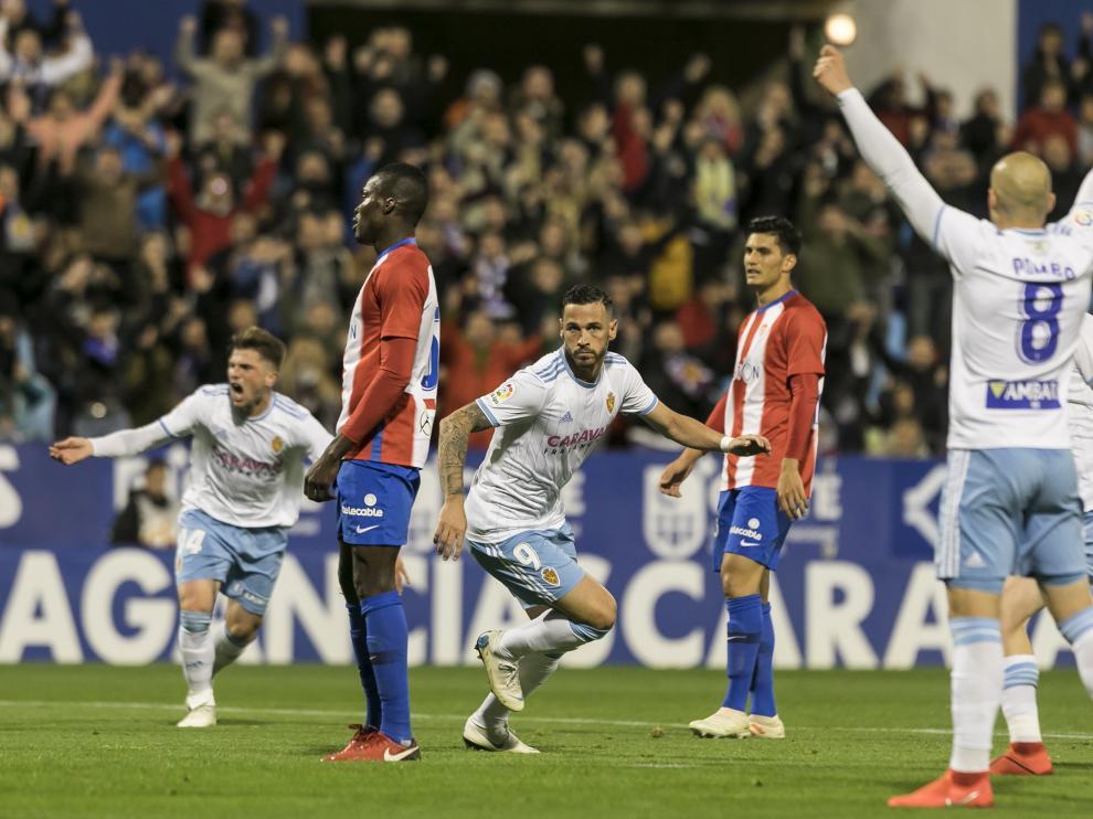 Celebración del primer gol de Álvaro Vázquez que supuso el empate a uno.