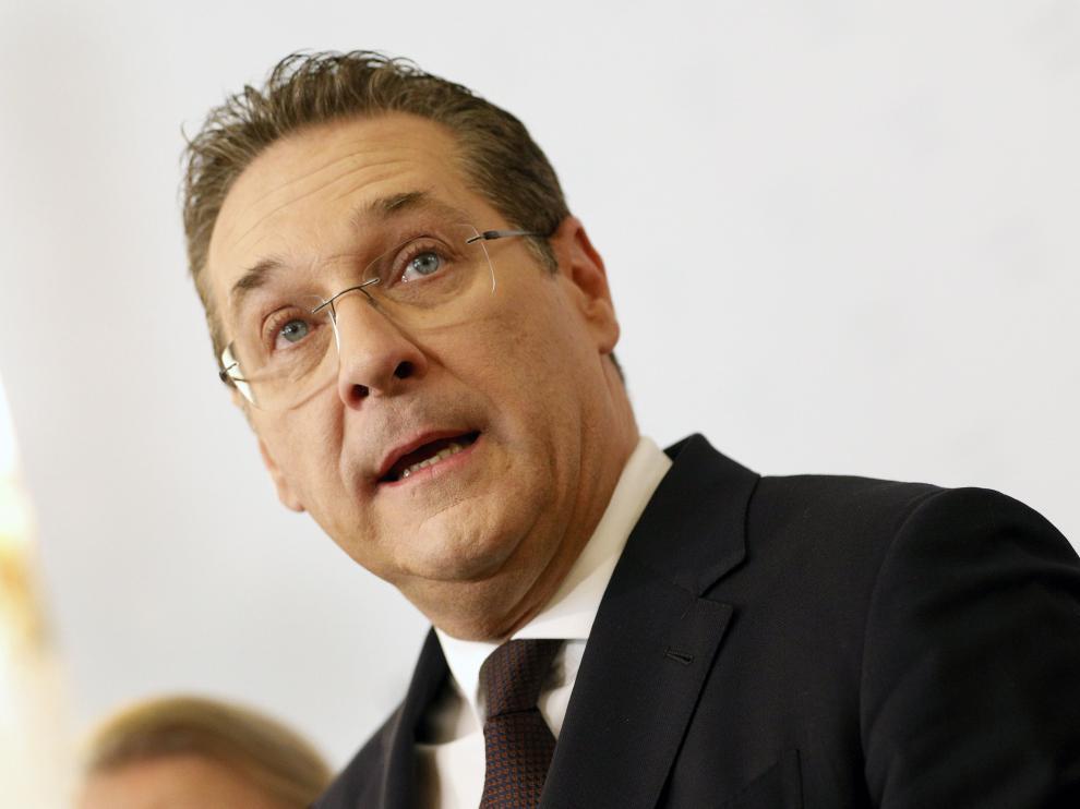 Dimite el vicecanciller de Austria y líder de los ultranacionalistas, Heinz-Christian Strache.