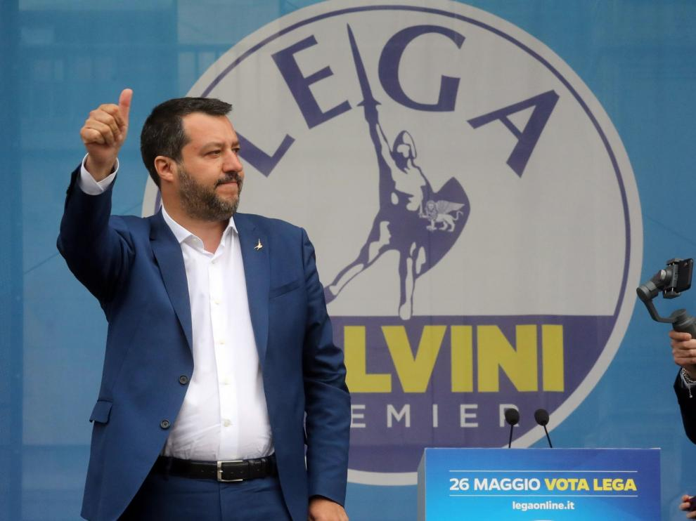 Milan (Italy), 18/05/2019.- Italian Interior Minister, Deputy Premier and leader of Italian party 'Lega' (League), Matteo Salvini, arrives for a political rally in Duomo Square with other European populist parties, in Milan, northern Italy, 18 May 2019. (Elecciones, Italia) EFE/EPA/MATTEO BAZZI Election campaign rally of the Lega party in Milan