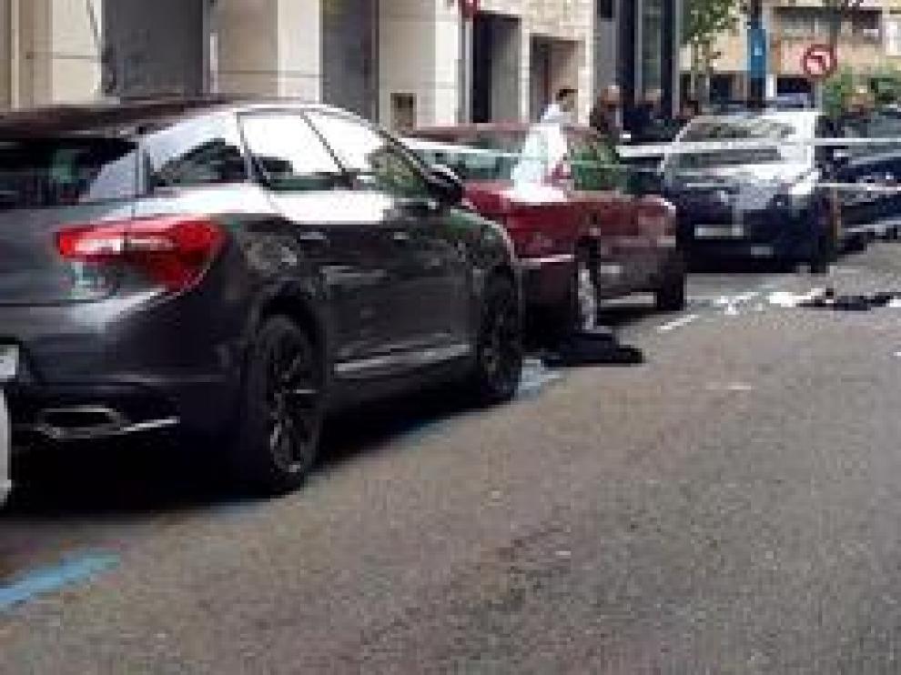 El suceso ha tenido lugar en la calle de José María Lacarra sobre las antes de las 10.30. La víctima ha sido trasladada a un centro hospitalario y el agresor ha sido detenido