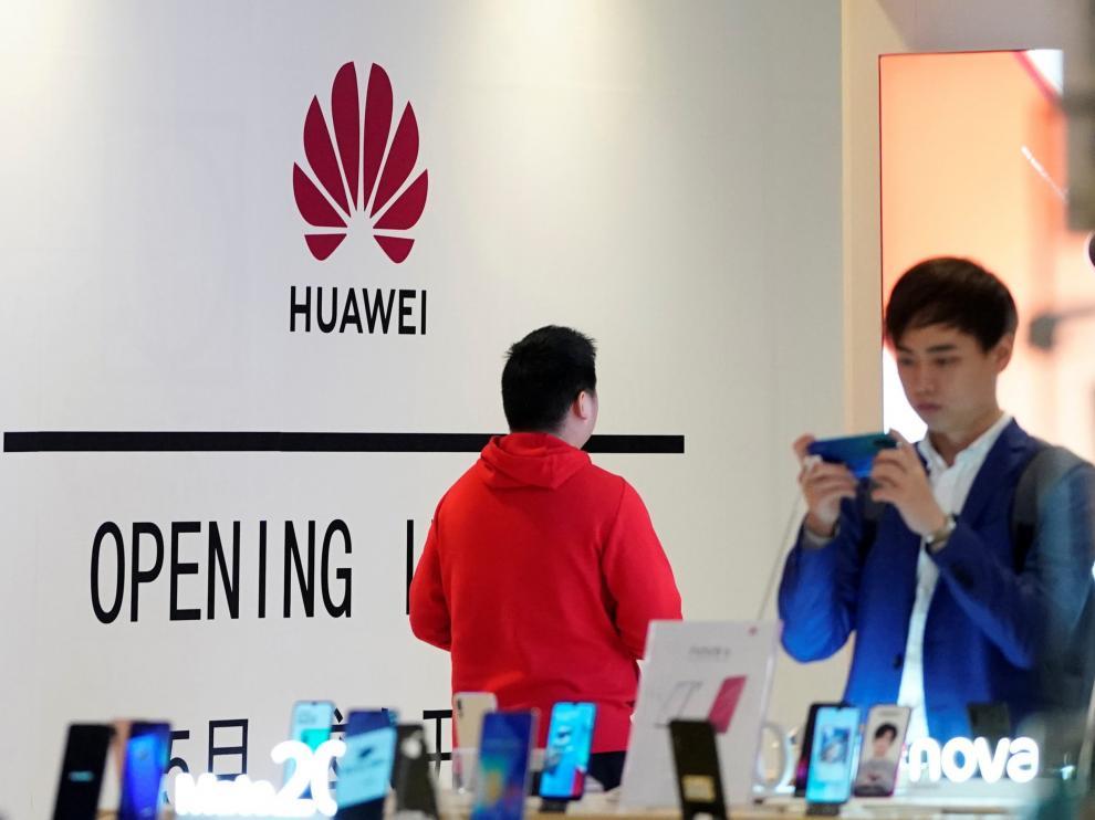 """Google suspende parte de sus negocios con Huawei tras su inclusión en la """"lista negra"""" de Trump."""