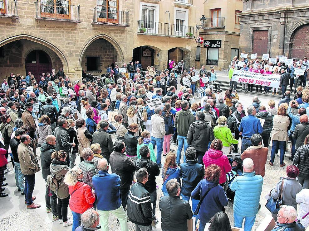 La manifestación terminó en la plaza de España, donde se leyeron dos manifiestos.
