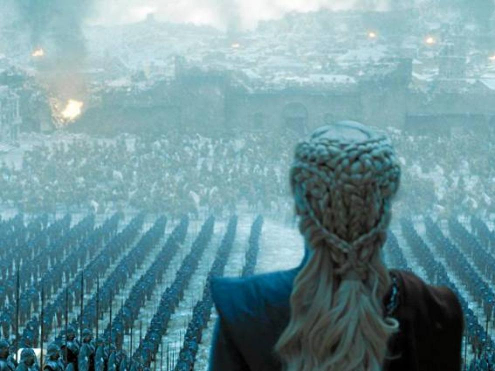 Danerys Targaryen, ante sus tropas, en una escena del último capítulo