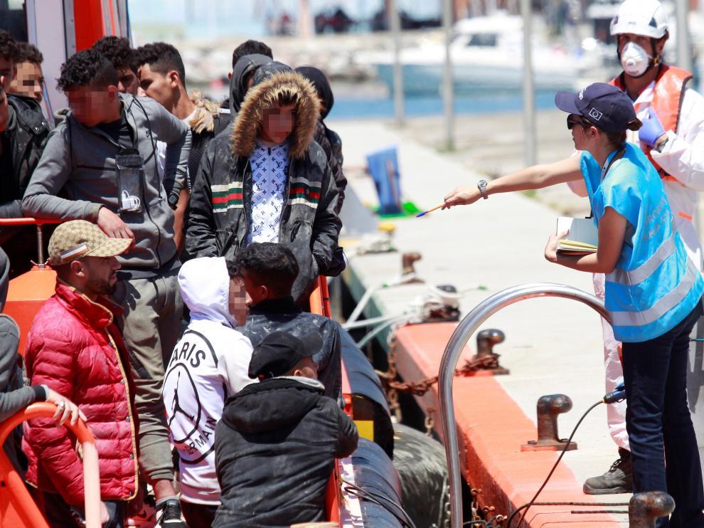 Llegada a Algeciras (Cádiz) de 41 personas de origen subsahariano rescatadas de una patera.