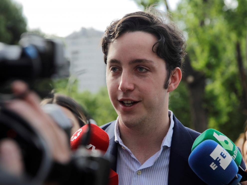 El pequeño Nicolás atiende a los medios a su llegada a la Audiencia Provincial de Madrid.