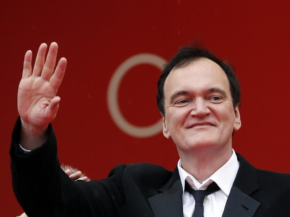 """72nd Cannes Film Festival - Screening of the film """"The Wild Goose Lake"""" (Nan Fang Che Zhan De Ju Hui) in competition - Red Carpet Arrivals - Cannes, France, May 18, 2019. Director Quentin Tarantino waves. REUTERS/Jean-Paul Pelissier [[[REUTERS VOCENTO]]] FILMFESTIVAL-CANNES/THE WILD GOOSE LAKE"""