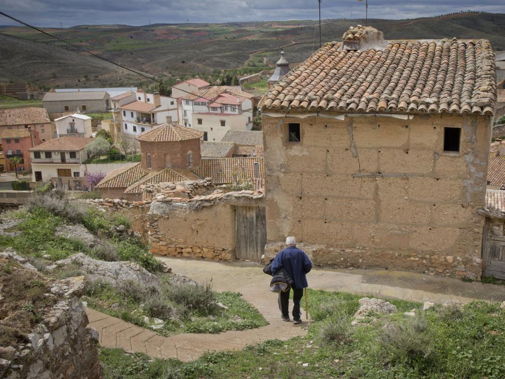 Castor Ciria pierde la cuenta de los kilómetros que hacen al cabo del año en su empresa de distribución de bebidas, que resiste frente al avance de la despoblación.