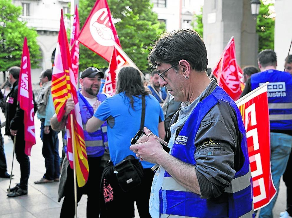 Participantes en la protesta convocada este martes en Zaragoza.