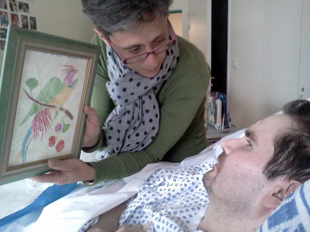 Una imagen de archivo de 2013 de Vincent Lambert, en estado vegetal desde 2008, con su madre.