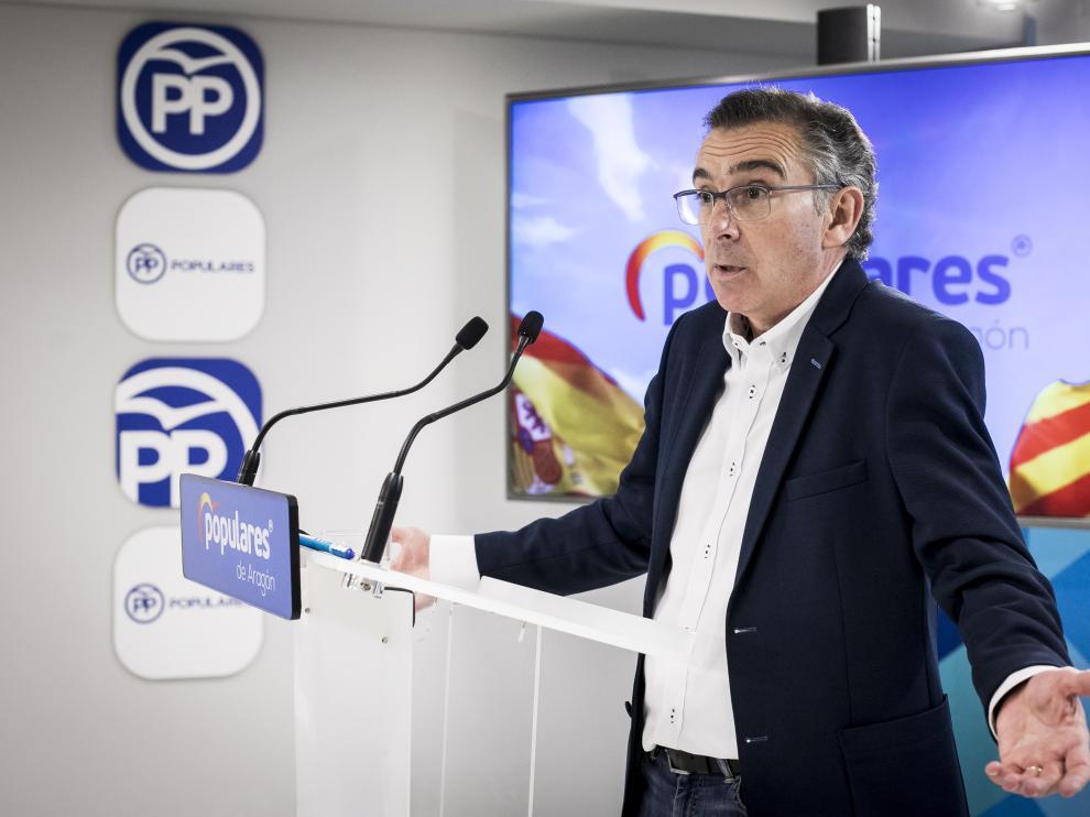Comparecencia de Luis María Beamonte, el pasado día 11, tras publicarse que mintió y terminó la carrera de Derecho en la Rey Juan Carlos 35 año después de empezarla en Zaragoza.