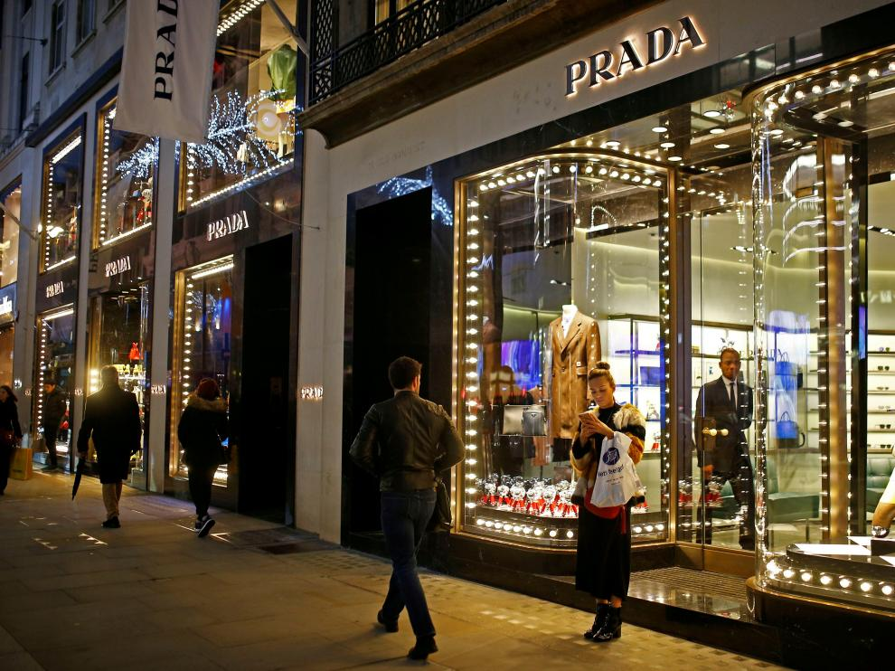 FILE PHOTO: Festive lights decorate the Prada store on New Bond Street as shoppers do Christmas shopping in central London, Britain, December 16, 2018. REUTERS/Henry Nicholls/File Photo [[[REUTERS VOCENTO]]] ITALY-PRADA/FUR