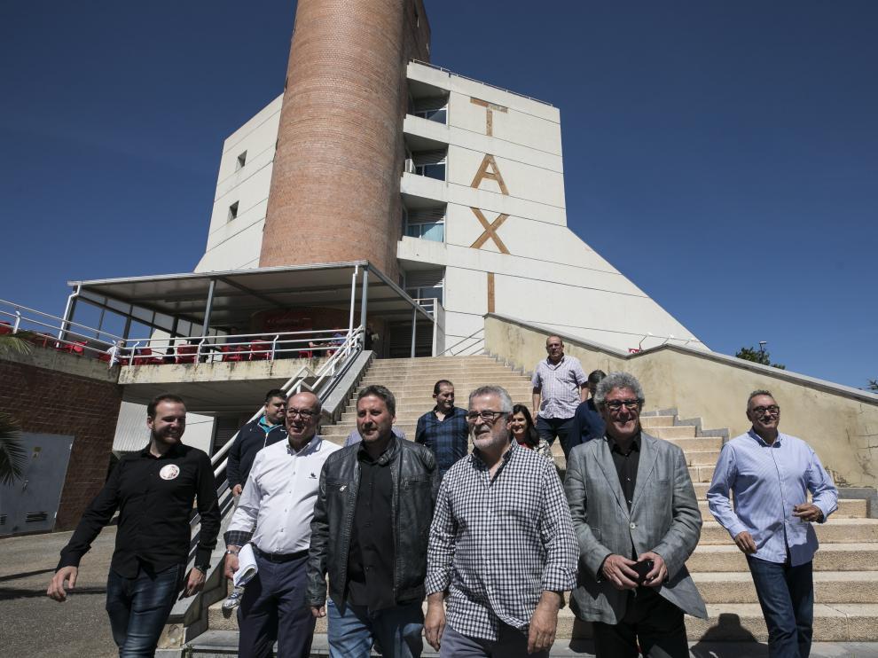 José Luis Soro (CHA) con representantes del sector del taxi en Zaragoza