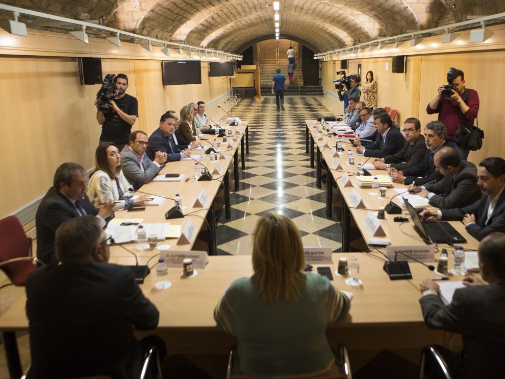 La Mesa de la Minería, este miércoles durante su reunión en la sede del Gobierno de Aragón