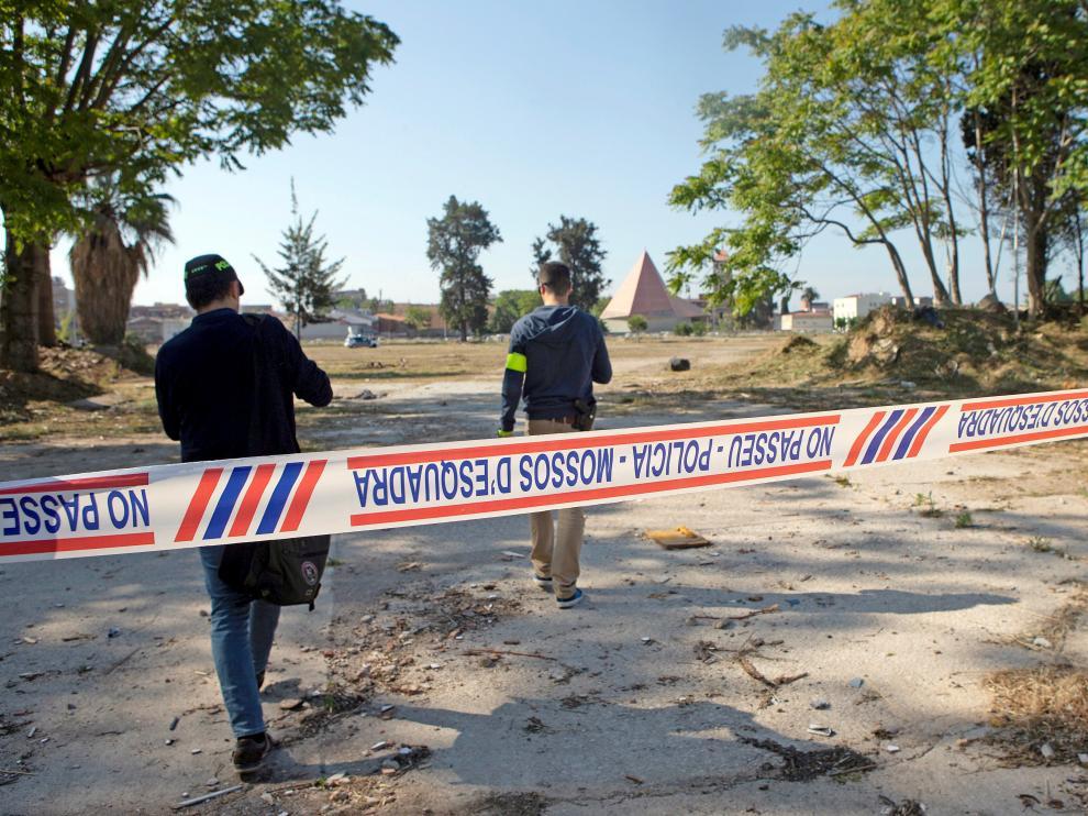 La Policía científica de los Mossos busca indicios en el solar en el que apareció el cuerpo que podría ser de Janet Jumillas
