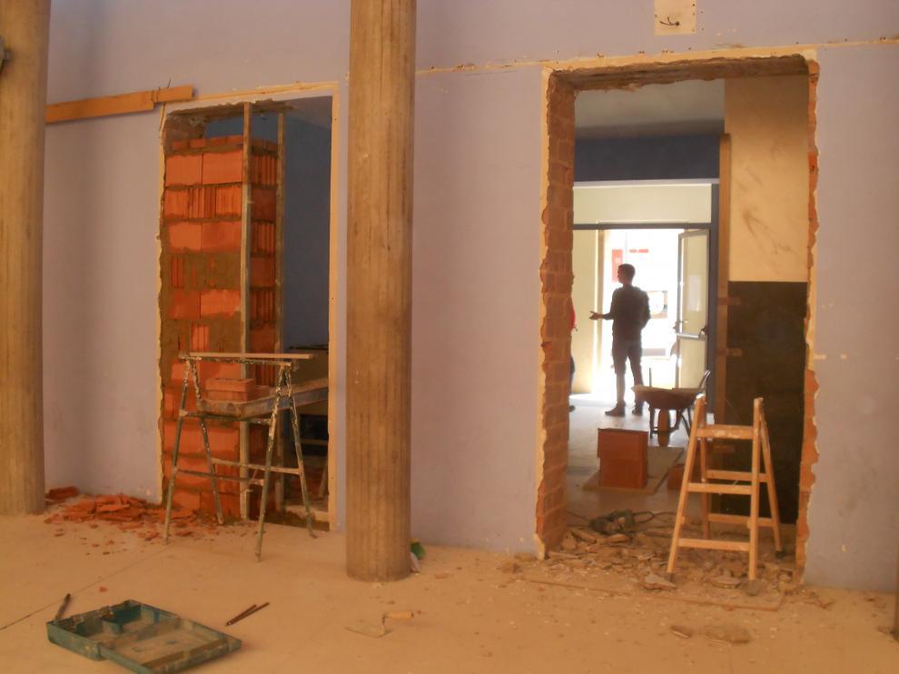 Los trabajos se centran en el interior del salón multiusos del pueblo.