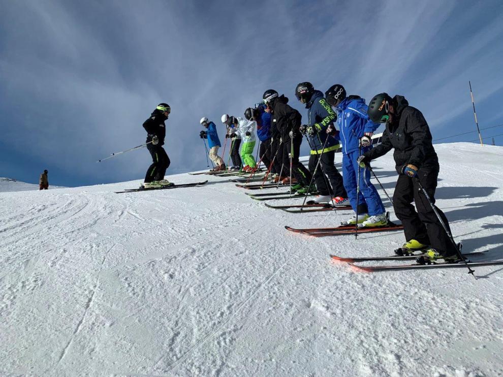 Las clases prácticas de esquí y snow se realizarán en las estaciones del grupo.