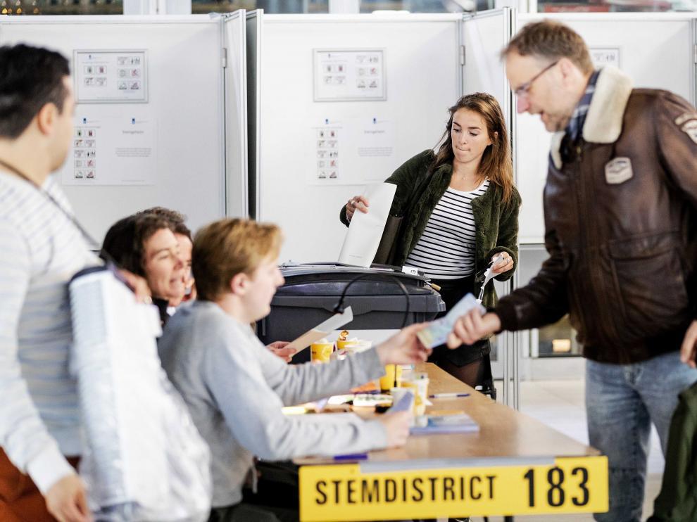 Los holandeses han acudido este jueves a las urnas para elegir a sus representantes en Europa.