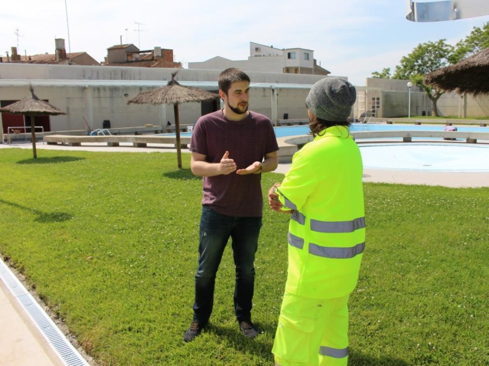 El concejal de Deportes de Binéfar, Carlos Arroyos, el año pasado en las piscinas.