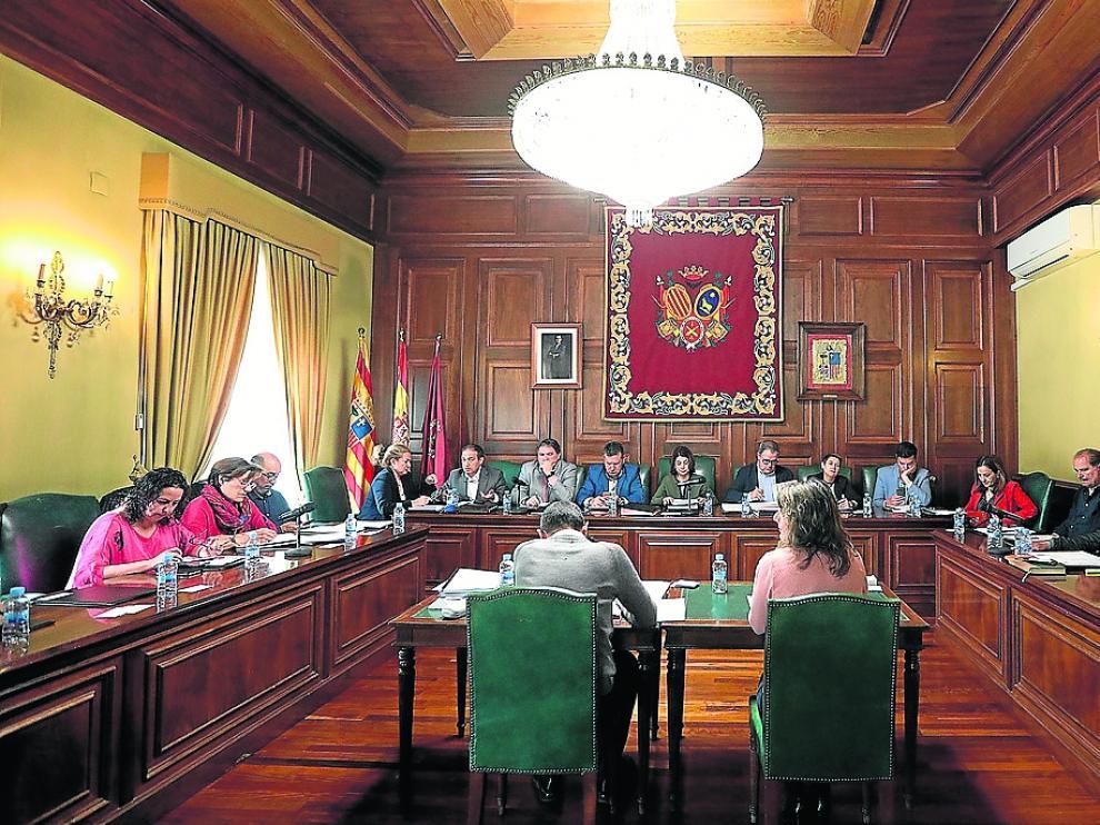 El último pleno de la corporación registró momentos de tensión entre el PP y la oposición.