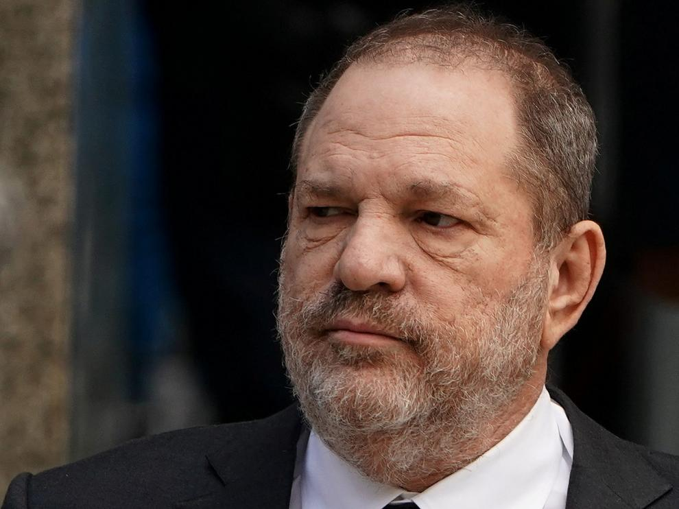 FILE PHOTO - Film producer Harvey Weinstein departs after a hearing to change his counsel at New York Supreme court in the Manhattan borough of New York City, New York, U.S., January 25, 2019. REUTERS/Carlo Allegri/File Photo [[[REUTERS VOCENTO]]] PEOPLE-HARVEY WEINSTEIN/SETTLEMENT