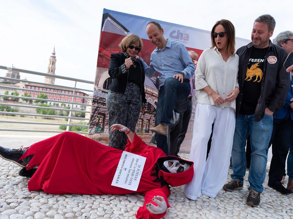 Carmelo Asensio pisotea un fantasma en el Balcón de San Lázaro. Lo normal.