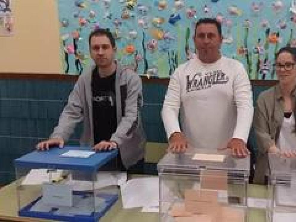 Los vocales y los presidentes de las Mesas Electorales son algunas de las figuras imprescindibles de un colegio electoral. Pero hay más. Heraldo TV entra en el CEIP Jeróninmo Zurita de Zaragoza para conocer quién es quién en un colegio electoral.