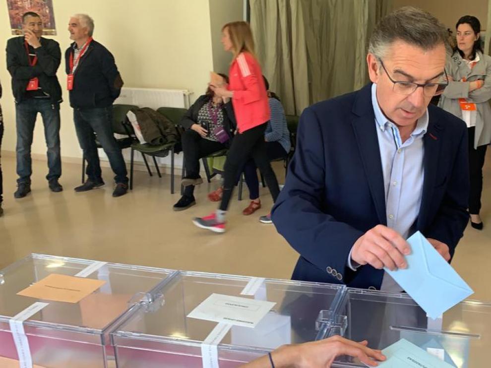 Luis María Beamonte esta mañana durante la votación en Tarazona.