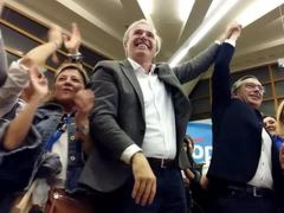 El candidato a la alcaldía de la capital aragonesa ha sido recibido entre aplausos junto al candidato al Gobierno de Aragón, Luis María Beamonte.