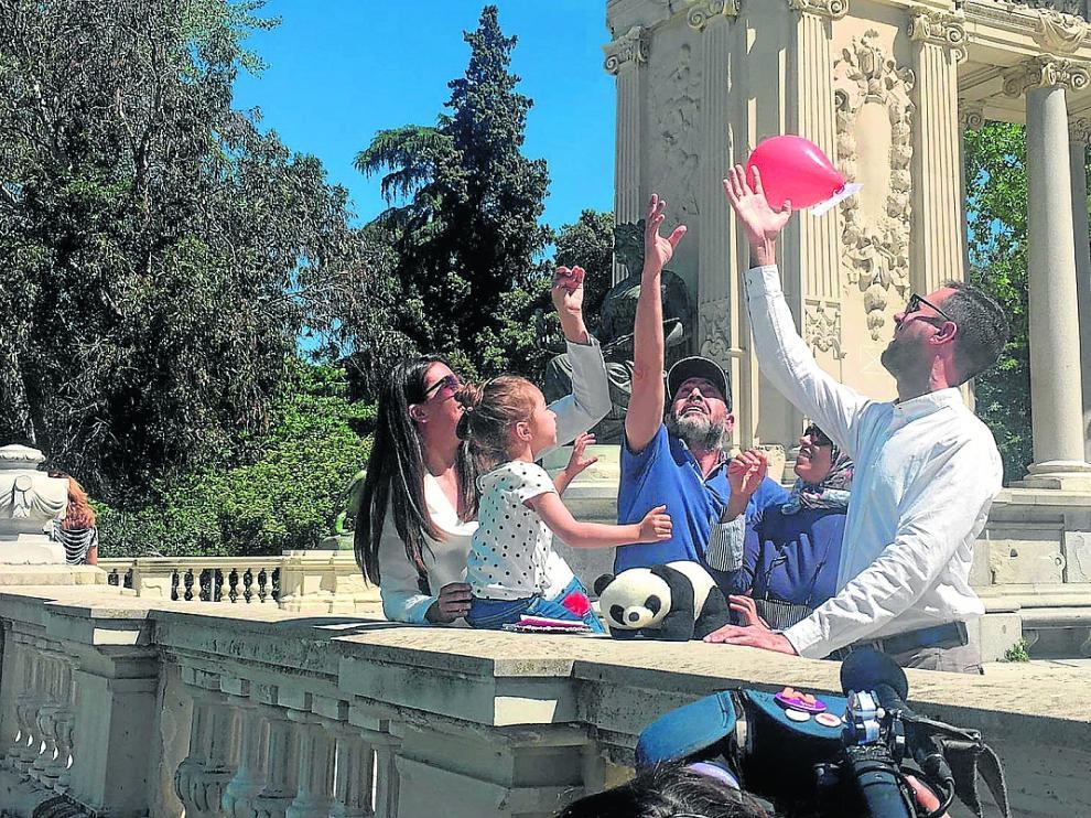 Chuma Sahún y Abdelati Hayari se reunieron con sus respectivas familias en el Retiro de Madrid.