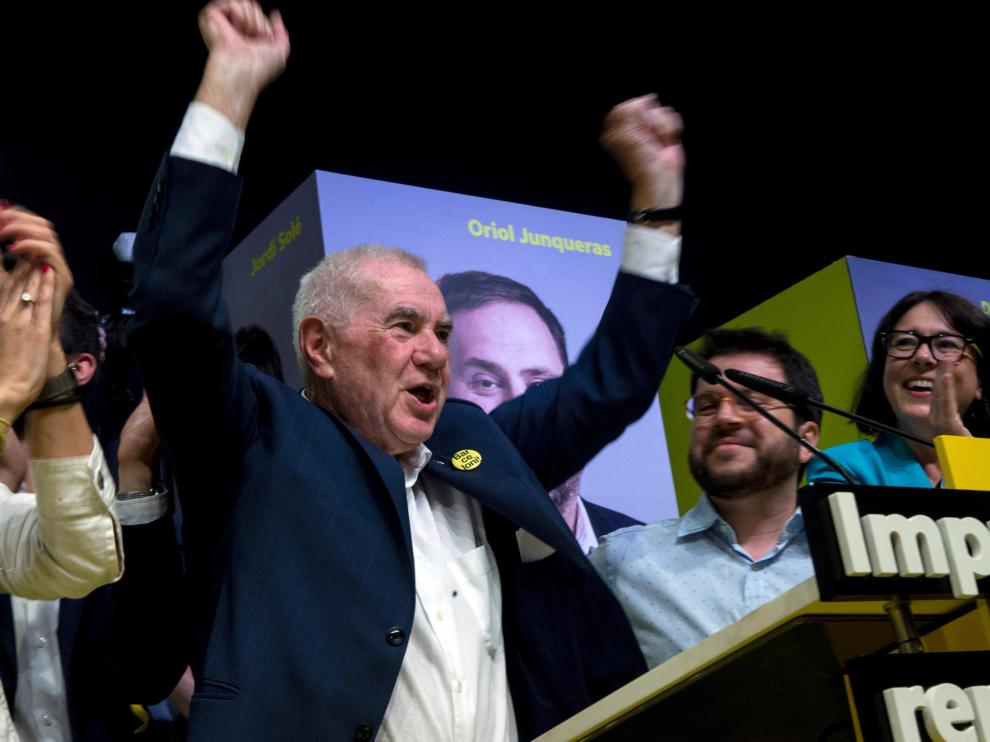 El candidato de ERC a la alcaldía de Barcelona, Ernest Maragall, celebra la victoria electoral.