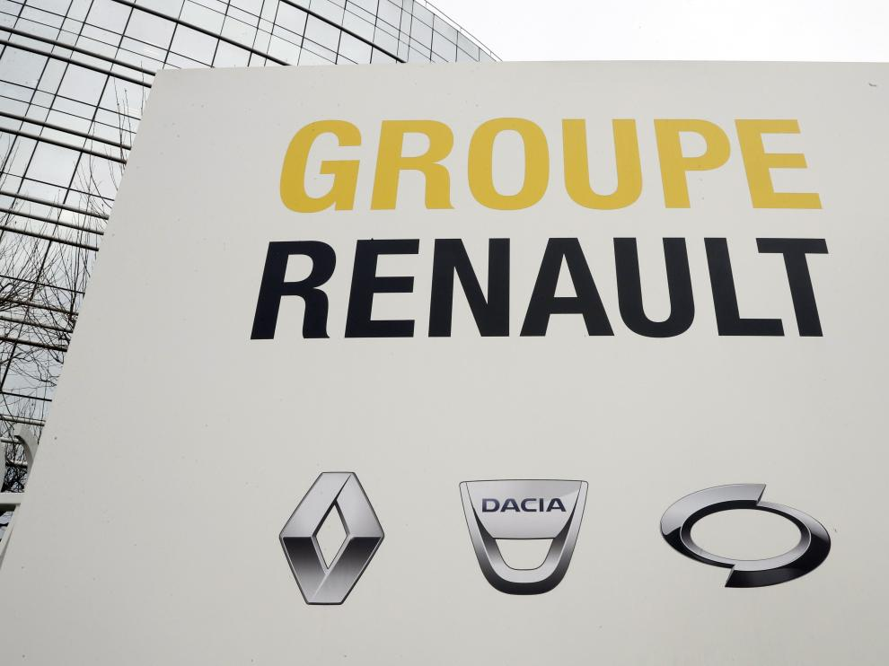 Paris (France), 24/01/2019.- (FILE) - A view of the logo of Renault company headquarters in Boulogne-Billancourt, near Paris, France, 24 January 2019 (reissued 26 May 2019). Media reports on 26 May 2019 state Fiat Chrysler could on 27 May 2019 make public information regarding a possible merger with Renault. Reports further state Renault board will meet on 27 May to discuss the topic. (Lanzamiento de disco, Francia) EFE/EPA/ETIENNE LAURENT Fiat Chrysler and Renault potential merger