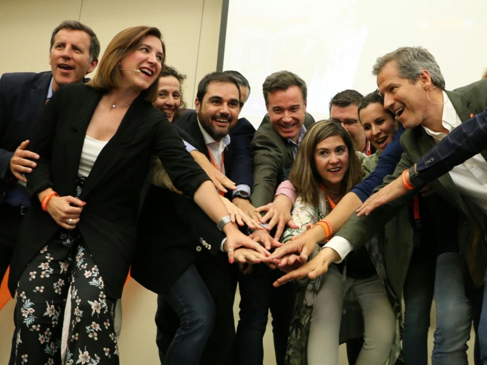 Los candidatos de Ciudadanos celebran los resultados obtenidos en los comicios del 26-M.