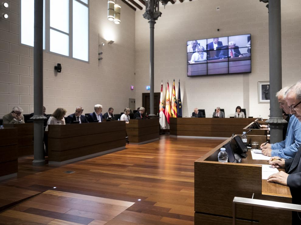 Los resultados de las elecciones municipales influirán en la composición del pleno de la DPZ. En la foto, la última sesión del mandato.